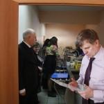 С.В.Наумов изучает меню студенческой столовой НГИЭУ