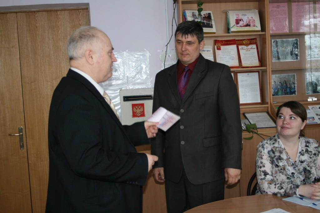 Диплома кандидата экономических наук Михаилу Владимировичу Шуварину (2011 год).
