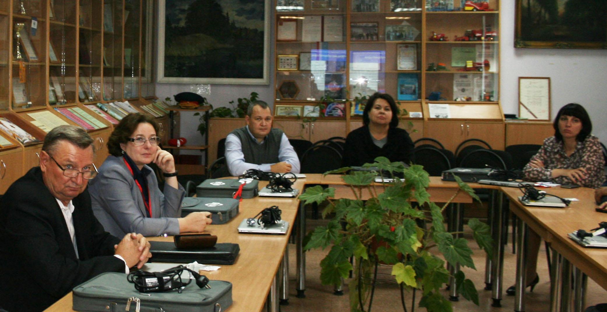 Члены аккредитационной комиссии на презентации ВУЗА